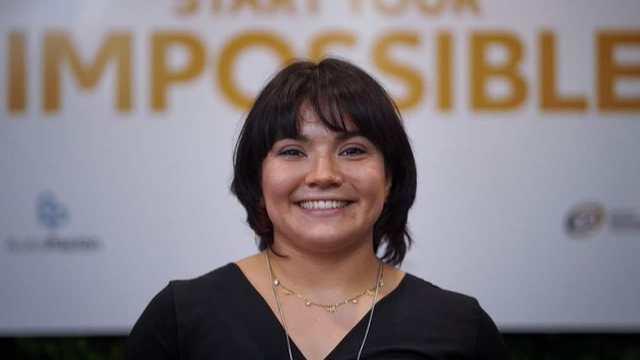 Alexa Moreno ofrece leotardos autografiados