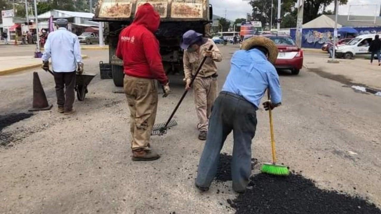 Influencer denuncia baches y autoridades de Oaxaca repavimentan