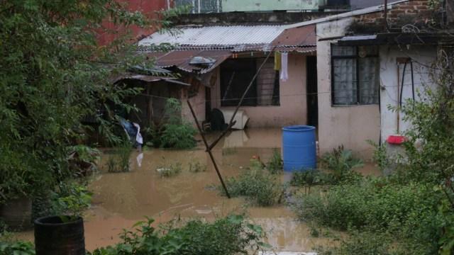 """Veracruz: Denuncian falta de víveres para daminificados por """"Grace""""; siguen enviando a Haití, reclaman."""