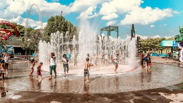 niño muere por 'ameba comecerebros' contraída en parque acuático