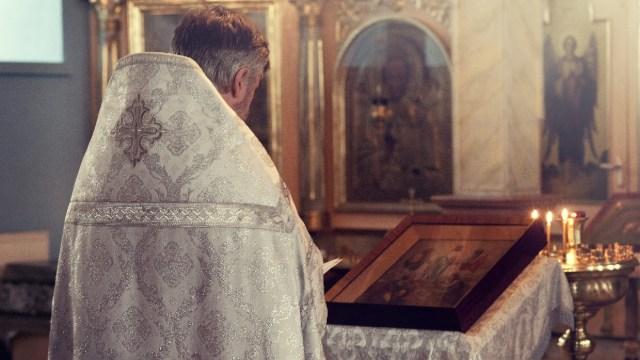 Vaticano expulsa a sacerdote mexicano por enamorar mujeres para tener sexo