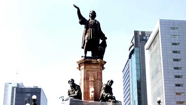 Paty Chapoy Estatuta Cristobal Colon