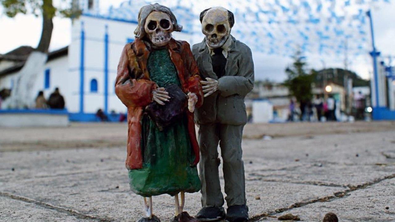 Día de Muertos: Colocan calaveritas ocultas en las calles de Chiapas
