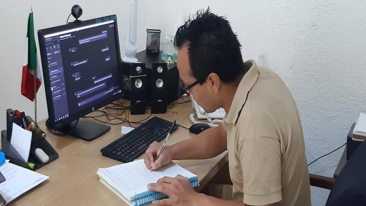 Interno del reclusorio sur logra titularse como ingeniero de la UNAM