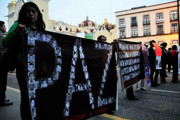 Los activistas y familiares bloquearon por varios minutos la calle de Enríquez ayer en demande de una audiencia con el procurador/Fotover