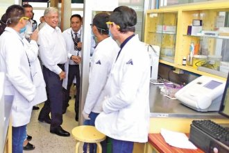 """""""No hay justificación para cobrar cuotas en el sector Salud"""": AMLO"""