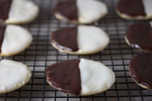 Vegan_Black_and_White_Cookies_(8745832011)