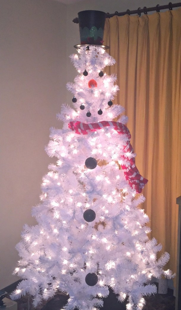 how to make a snowman christmas tree for under 50 being displaced at moms house