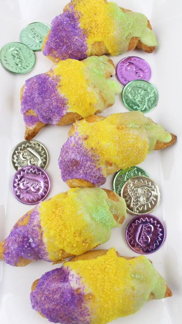 We have a Mardi Gras Crescent Roll recipe for you that is easy to make, everyone will love & compliments the Cajun Crawfish & Shrimp Mac & Cheese.