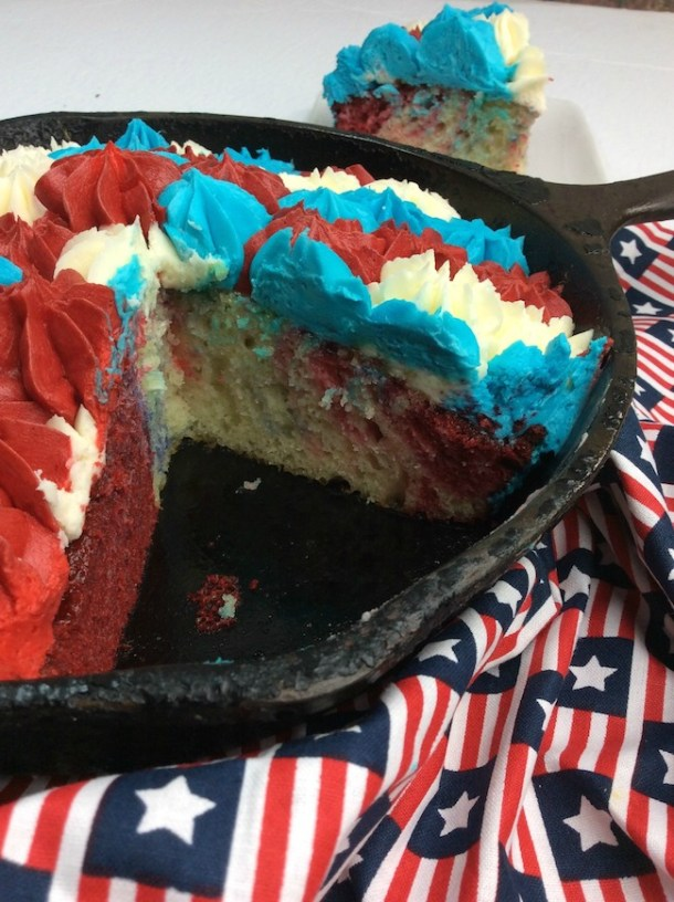 The 4th of July is fast approaching and thisCast Iron Skillet BBQ Grill Patriotic Cake Recipe is perfect for your picnic.