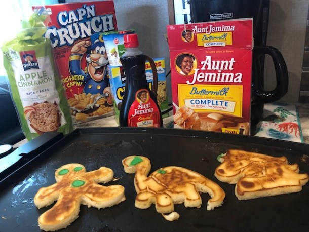 When I saw theDinosaur and Unicorn Pancake Art Kit by Whiskware, I knew it was the perfect thing to make breakfast fun for the kids. Ad #JustPlumCrazy #JPCHGG18 #Dinosaur #Unicorn #PancakeArt #Whiskware