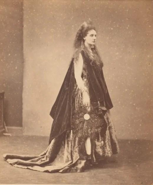 Reine d'Etrurie (1863) - Virginia de Castiglione par Pierson