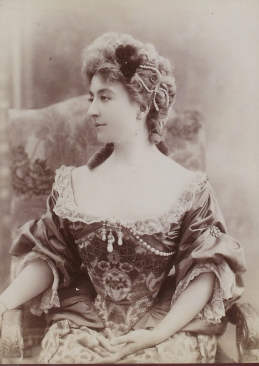 Cécile Sorel dans Tartuffe (Album Reutlinger Gallica BNF)