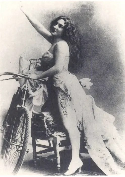 Anna Held et sa passion du vélo