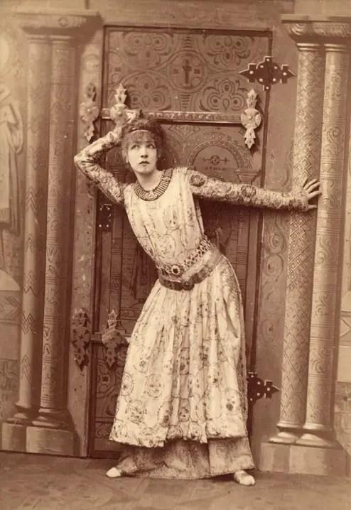 La légendaire Sarah Bernhardt dans le rôle de Théodora en 1884.