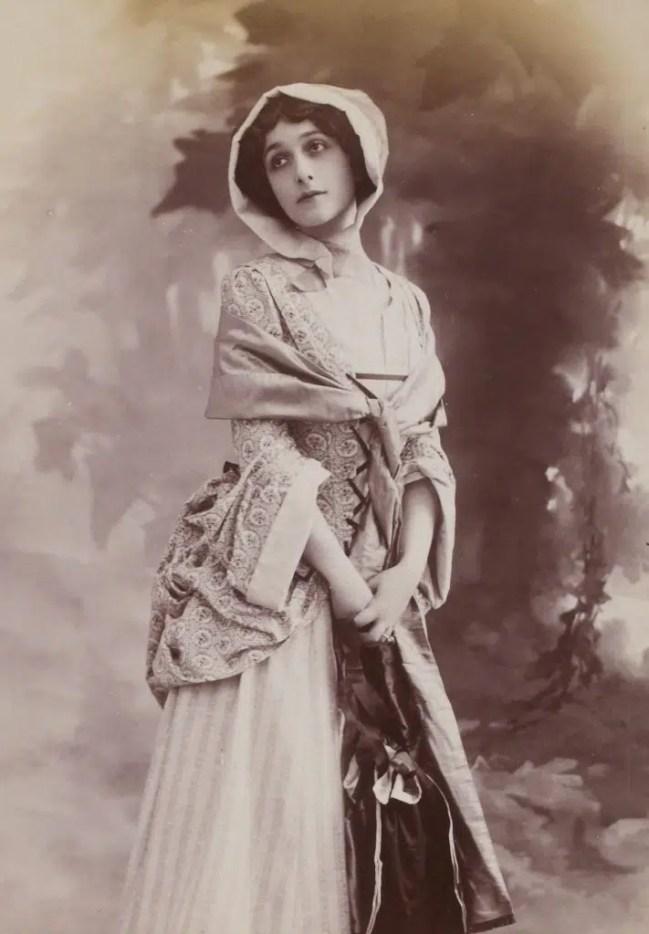 Lina Cavalieri début 1900 (Album Reutlinger, volume 16 - Gallica BNF)