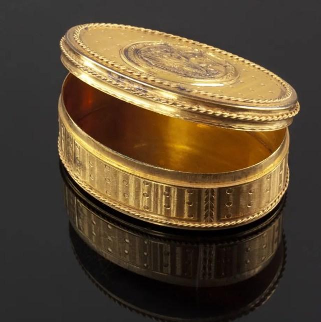 Tabatière en or (époque Louis XVI)