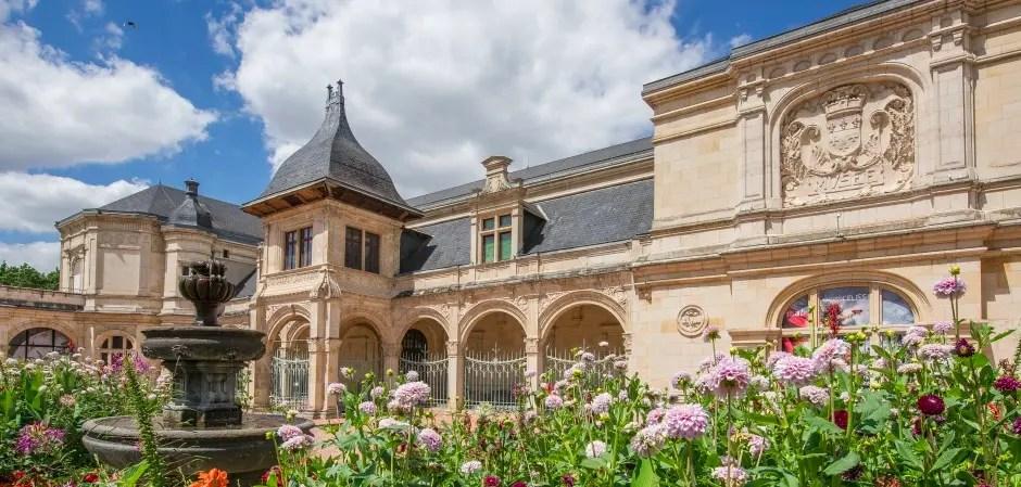Le magnifique Pavillon Anne de Beaujeu à Moulins - © Office du Tourisme de Moulins