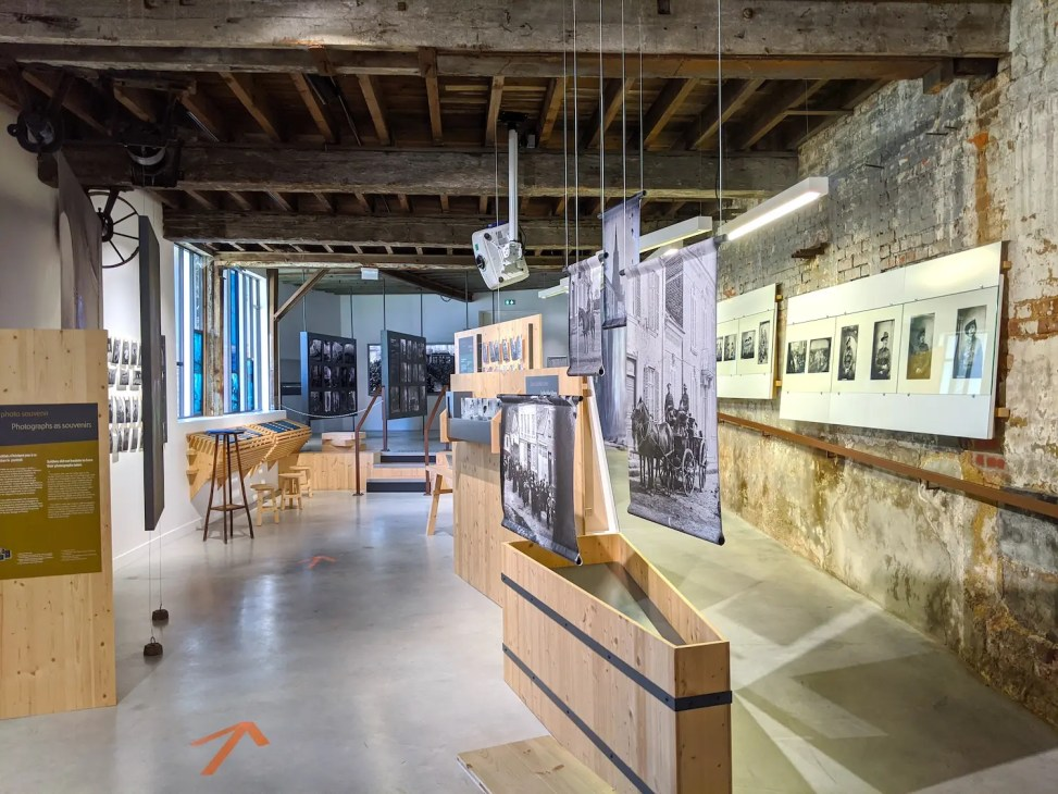 Centre d'Interprétation de Vignacourt, dans l'ancienne ferme des Thuillier, consacré à leur histoire, à celle de leurs photos et aux multiples soldats représentés !