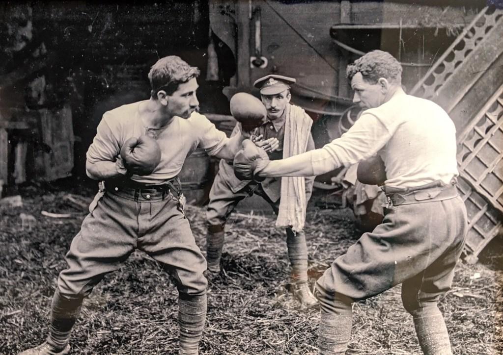 Match de boxe entre deux soldats australiens - Collection Thuillier