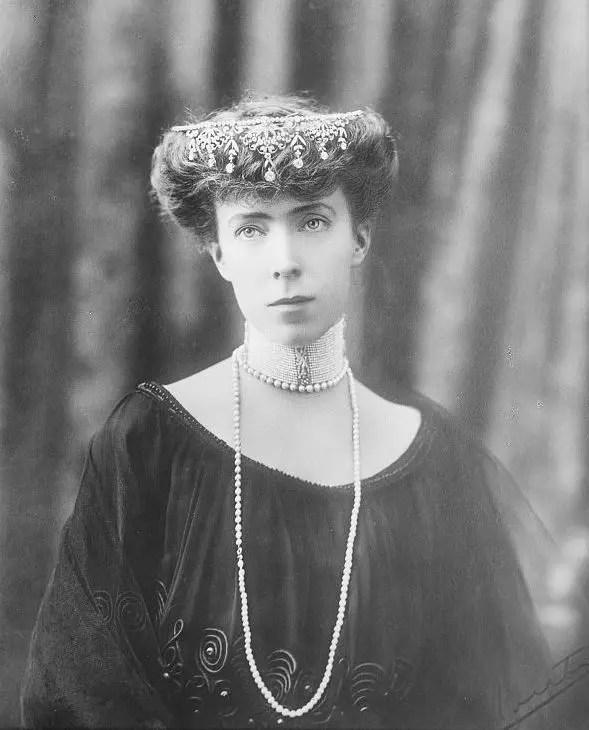 La jeune reine Élisabeth de Belgique