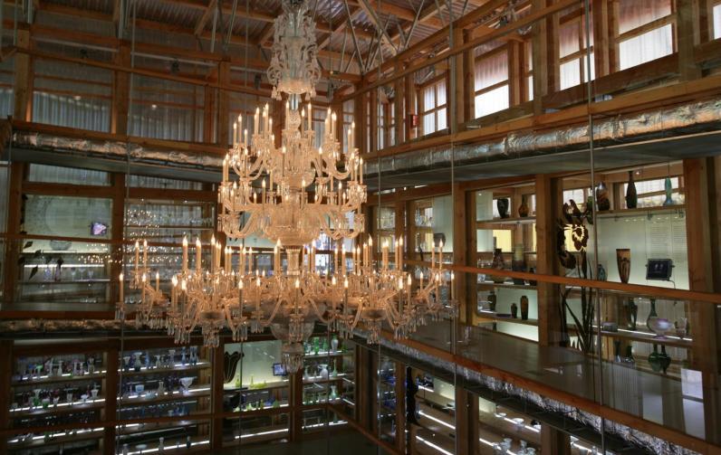 Lustre suspendu dans le musée de la cristallerie de Saint-Louis