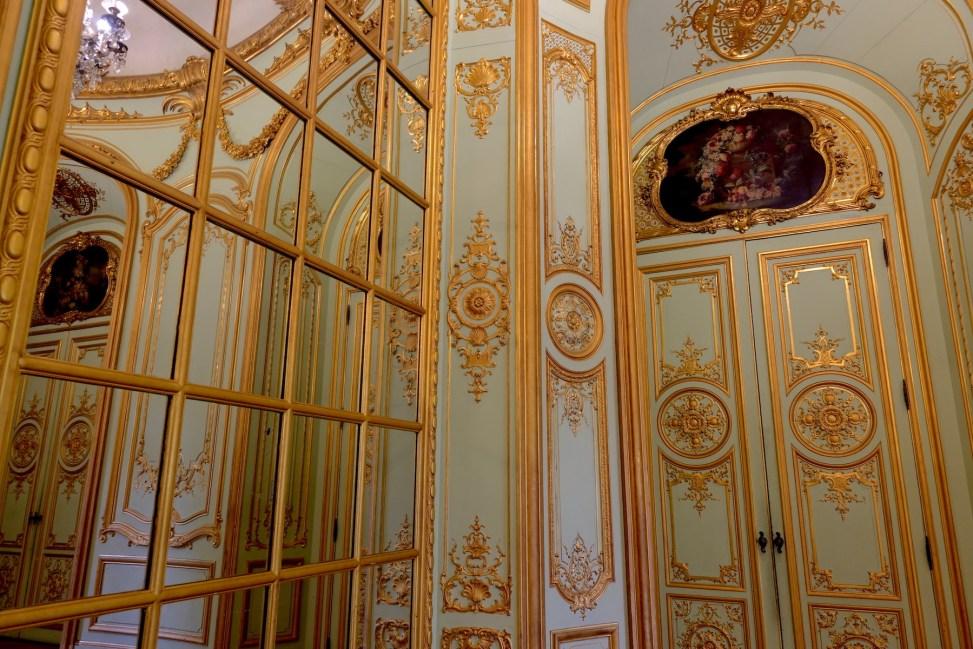 Détail des boiseries rocailles du Salon doré de l'hôtel de Béhague