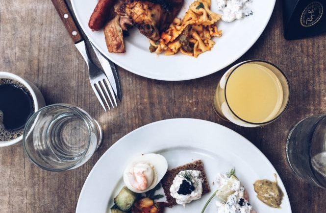 brunch-gustav-adolf-torg-couple-meal