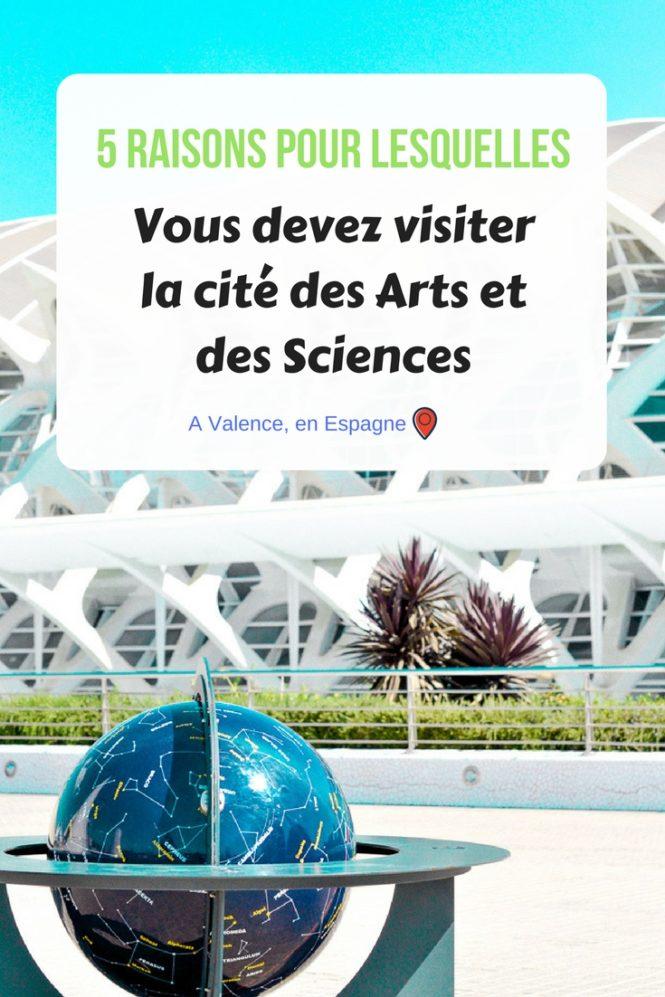 5 raisons pour lesquelles il faut visiter la cité des sciences et des arts de Valence en Espagne ! Une véritable prouesse architecturale ! Un endroit superbe pour se ballader, pour s'amuser, pour s'éduquer en famille, pour les amateurs de photo, d'art... Bref, venez lire l'article au complet!