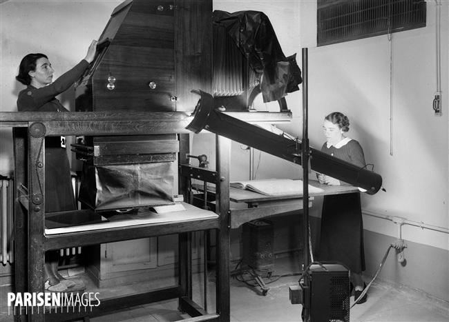 Atelier de reprographie. Paris, Bibliothèque Nationale, vers 1930.