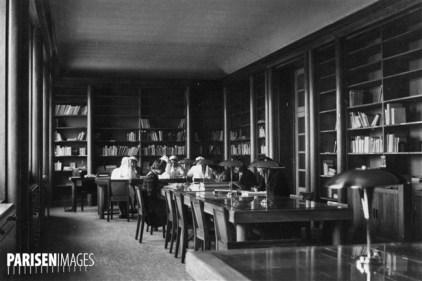 Bibliothèque de l'école d'infirmières. Paris, vers 1930.