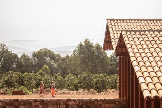 """Vue sur les """"Milles collines"""" du Burundi Crédits : BC architects"""