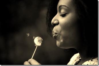 Femme qui souffle