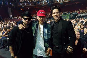 Chino y Nacho. Artista Tropical. Premios Tu Mundo. Cusica Plus