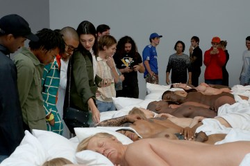 Kanye West. Famous.Esculturas. Venta. Cuatro Millones. Cúsica Plus