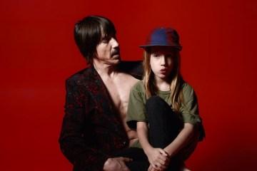 "Anthony Kiedis cantó ""Dreams of A Samurai"" con su hijo Everly en un concierto de Red Hot Chili Peppers. Cúsica Plus"