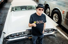 Neil Young anunció un nuevo álbum llamado 'Peace Trail'. Cúsica Plu