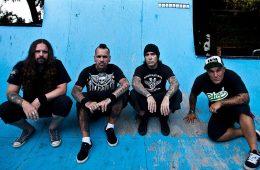De La Tierra, el grupo conformado por miembros de Sepultura, Los Fabulosos Cadillacs y Maná estrena nuevo tema. Cúsica Plus