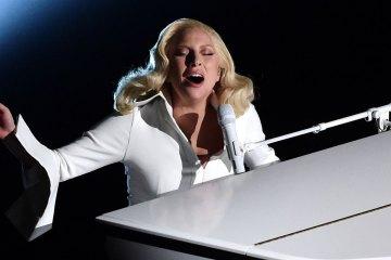 """Lady Gaga cantó una versión a piano de """"Perfect Illusion"""" para la televisión Japonesa. Cúsica Plus"""