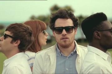 """Metronomy publica el videoclip de """"Hang Me Out to Dry"""". Cusica Plus"""