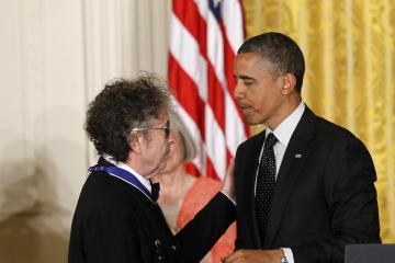 Bob Dylan no asistió a la gala para los ganadores del Premio Nobel en la Casa Blanca. Cusica Plus