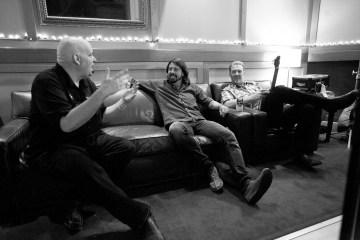 Dave Grohl y Josh Homme son fotografiados en estudio. Cusica plus