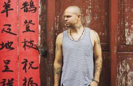 Residente estrena disco y videoclip con actuación de Edgar Ramírez. Cusica plus