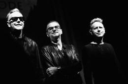 """Depeche Mode tocó """"Where's the revolution?"""" en el show de Corden. Cusica plus."""
