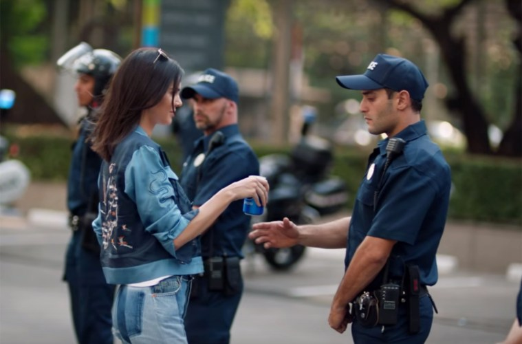 ¿The Chemical Brothers predicen polémico comercial de Pepsi?. Cusica plus