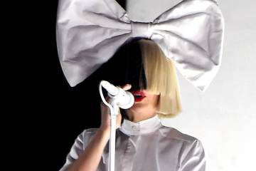 Sia se muda a Atlantic Records y anuncia disco de navidad. Cusica Plus.