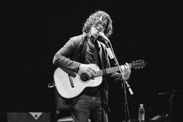 Coldplay le rinde tributo a Chris Cornell en su natal Seattle. Cusica Plus.