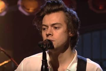 """Harry Styles interpretó en vivo """"Carolina"""" de su debut como solista. Cusica Plus."""