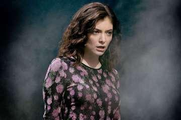 'Melodrama' de Lorde fue guindado en en el Louvre. Cusica Plus.