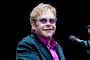 Escucha a Elton John en el 20 aniversario del musical del 'Rey León' . Cusica Plus.
